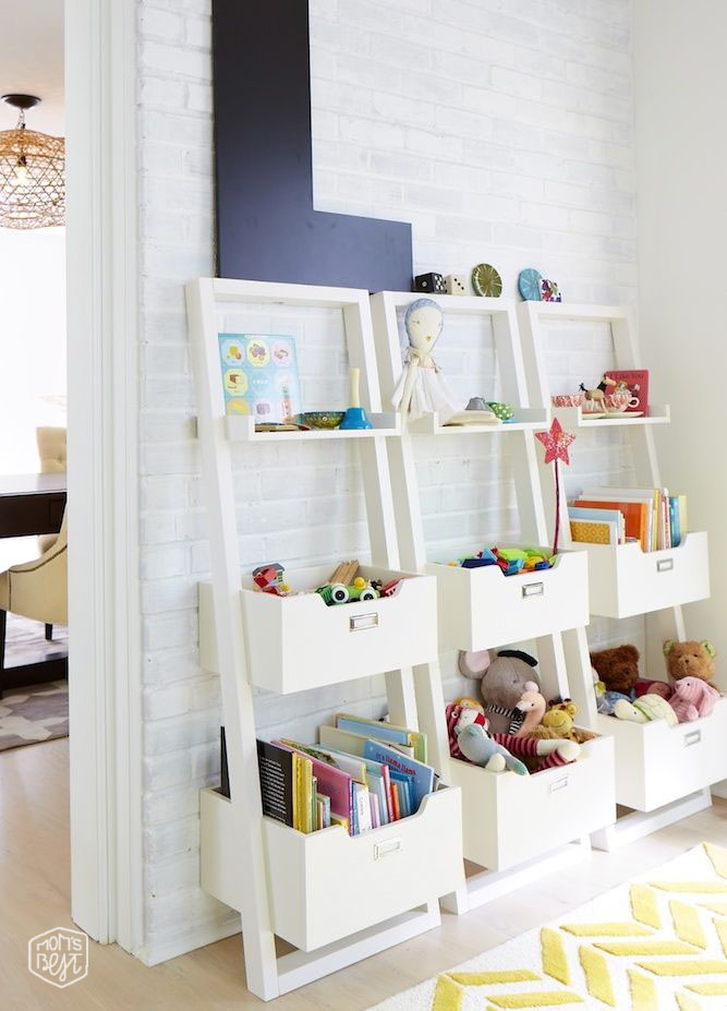 playroomleaningshelves