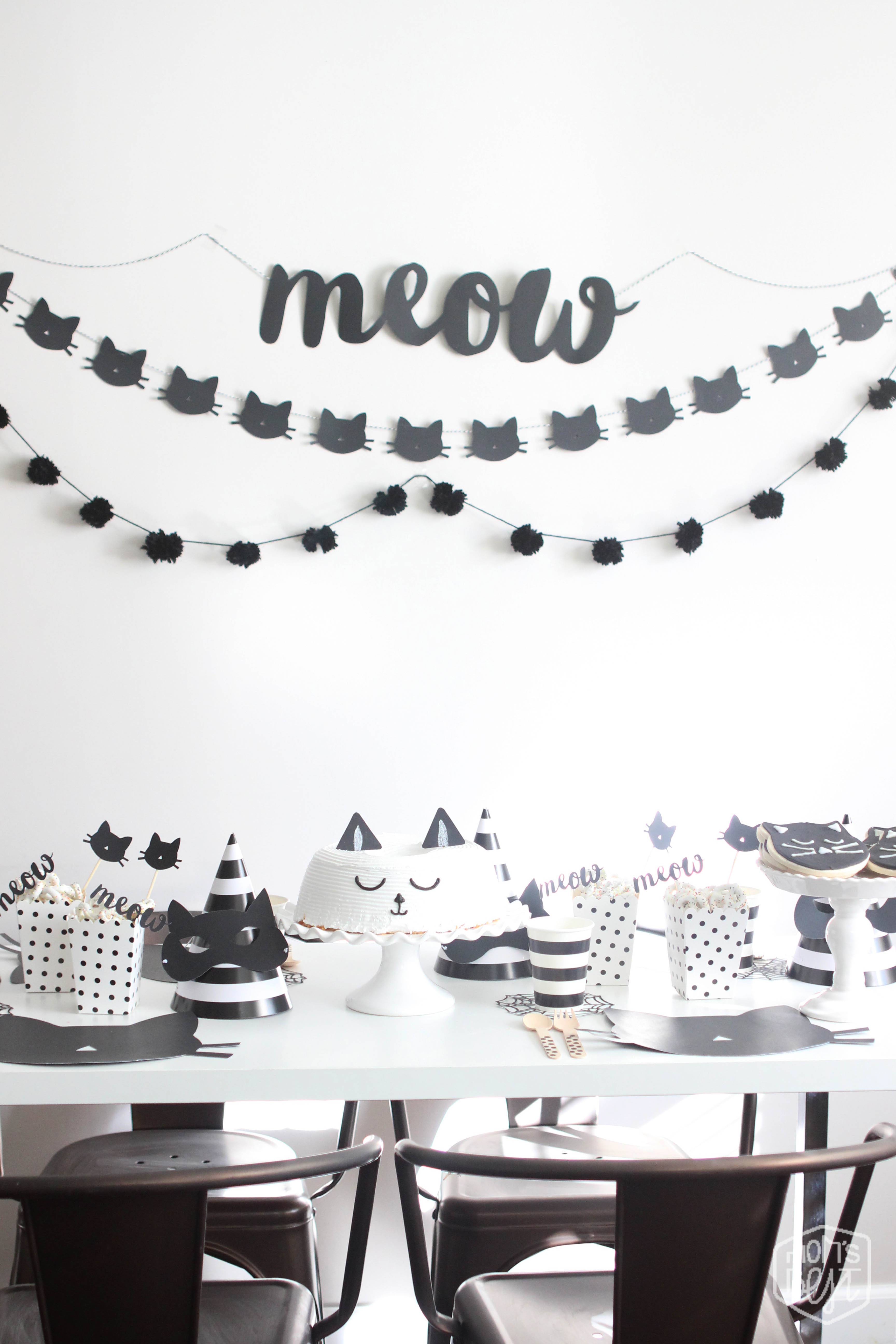 Purrrrrfect black cat halloween party destination nursery for Diy all white party decorations
