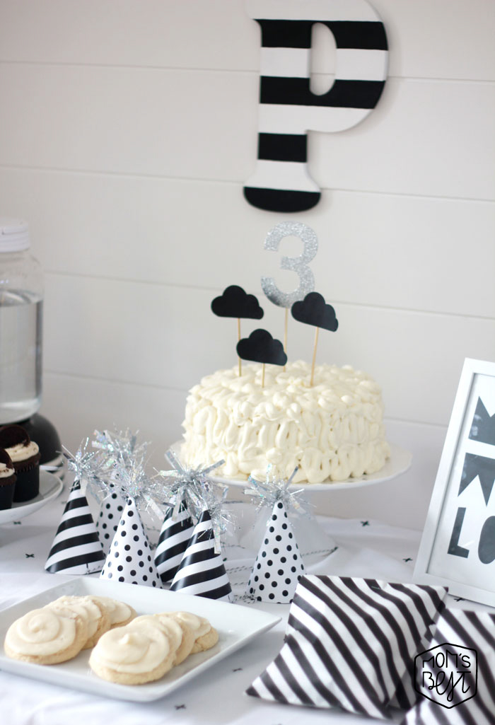 black-and-white-cloud-party-cake